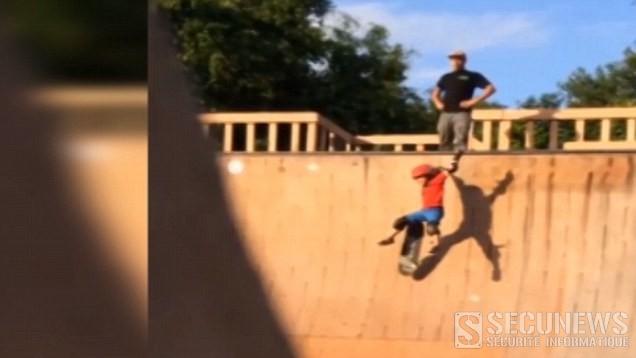 Il pousse son fils de 6 ans du haut d'une rampe de skate pour qu'il apprenne