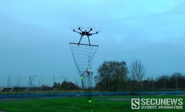 Un drone pour capturer un autre drone invasif