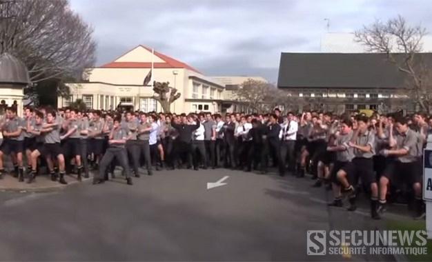 Plus de 1500 élèves rendent hommage a leur professeur avec un Hacka géant