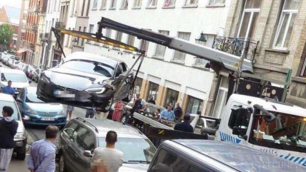 Une Tesla S, emboutit plusieurs véhicules à Bruxelles